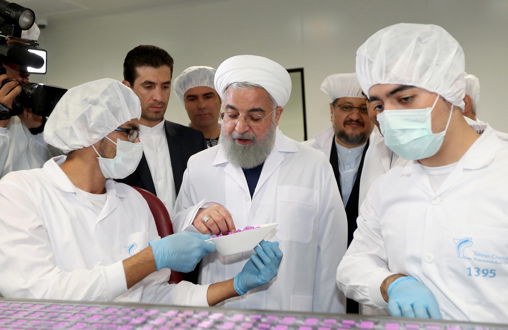 با حضور رئیس جمهور؛  خط تولید جامدات و آزمایشگاه مرجع داروسازی تهران شیمی افتتاح شد