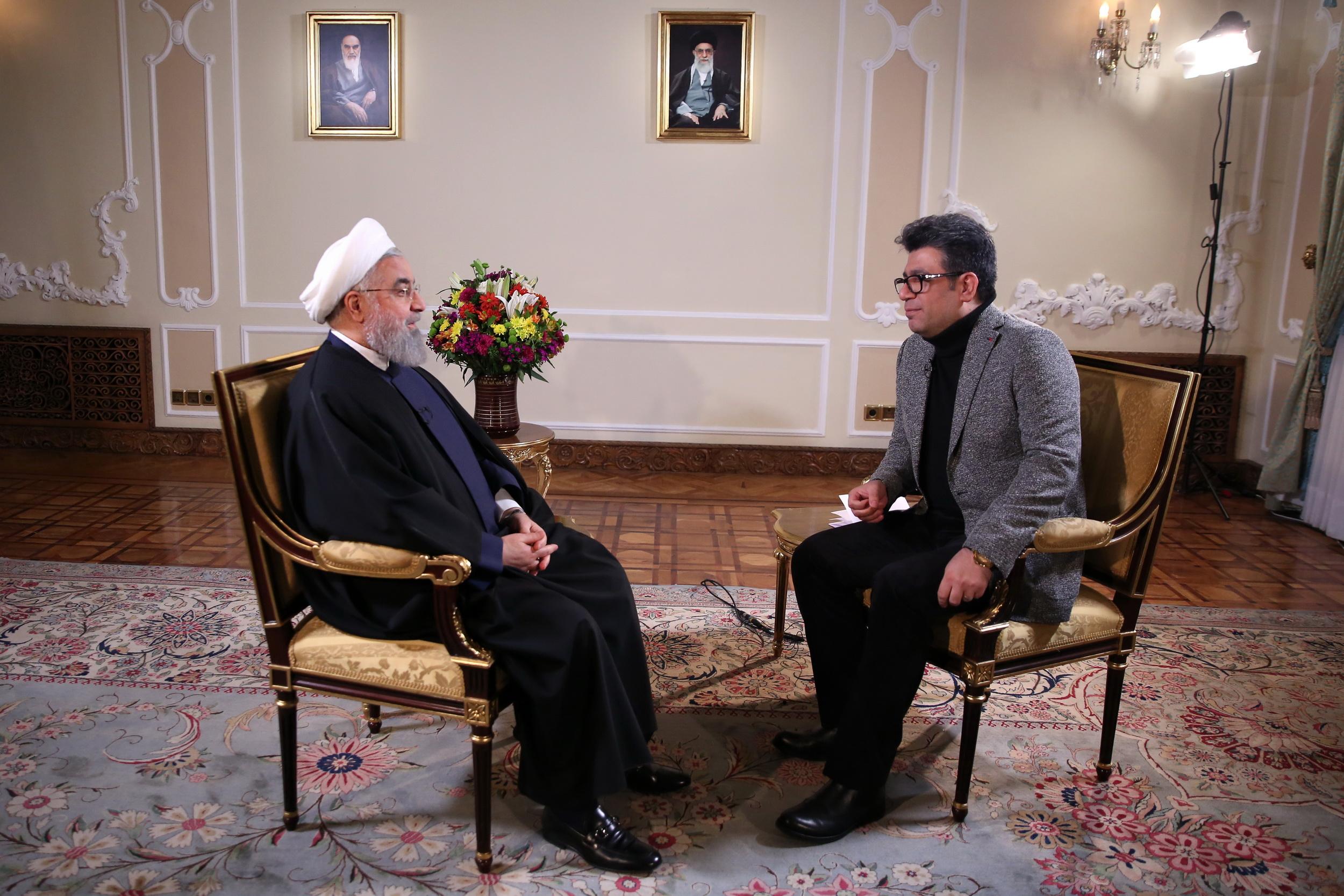 دکتر روحانی : به قول خود به مردم برای ایجاد اشتغال و ریشه کنی فقر مطلق پایبندم