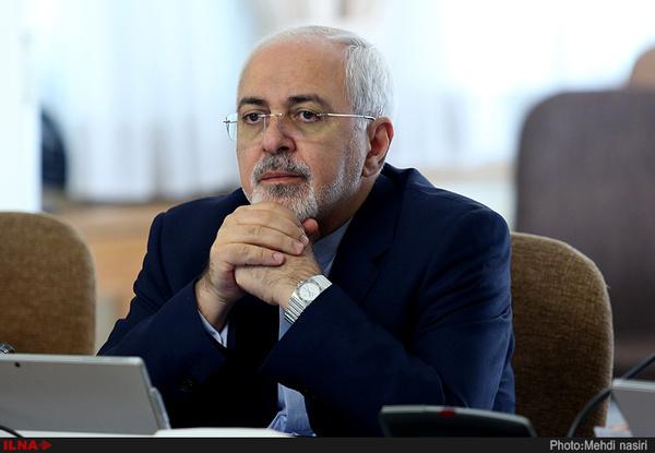 ظریف، وزیر خارجه:  موبایلم هنگام مذاکرات مثل اتو داغ میشد/ رابطهام با رهبر انقلاب، مرید و مرادی است/ ارتباط بسیار نزدیکی با سردار سلیمانی داشته و دارم